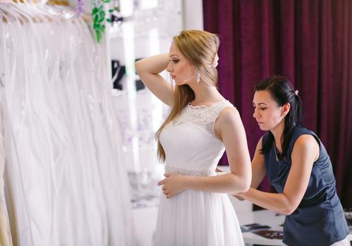 איך תזהי מעצבת שמלות אמינה?