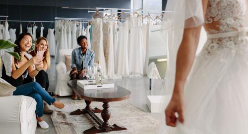 אל תשכחי להצטלם עם שמלת הכלה בבוטיק השמלות